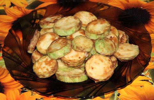 Жарим кабачки: Жареные кабачки - это очень вкусно и по-летнему